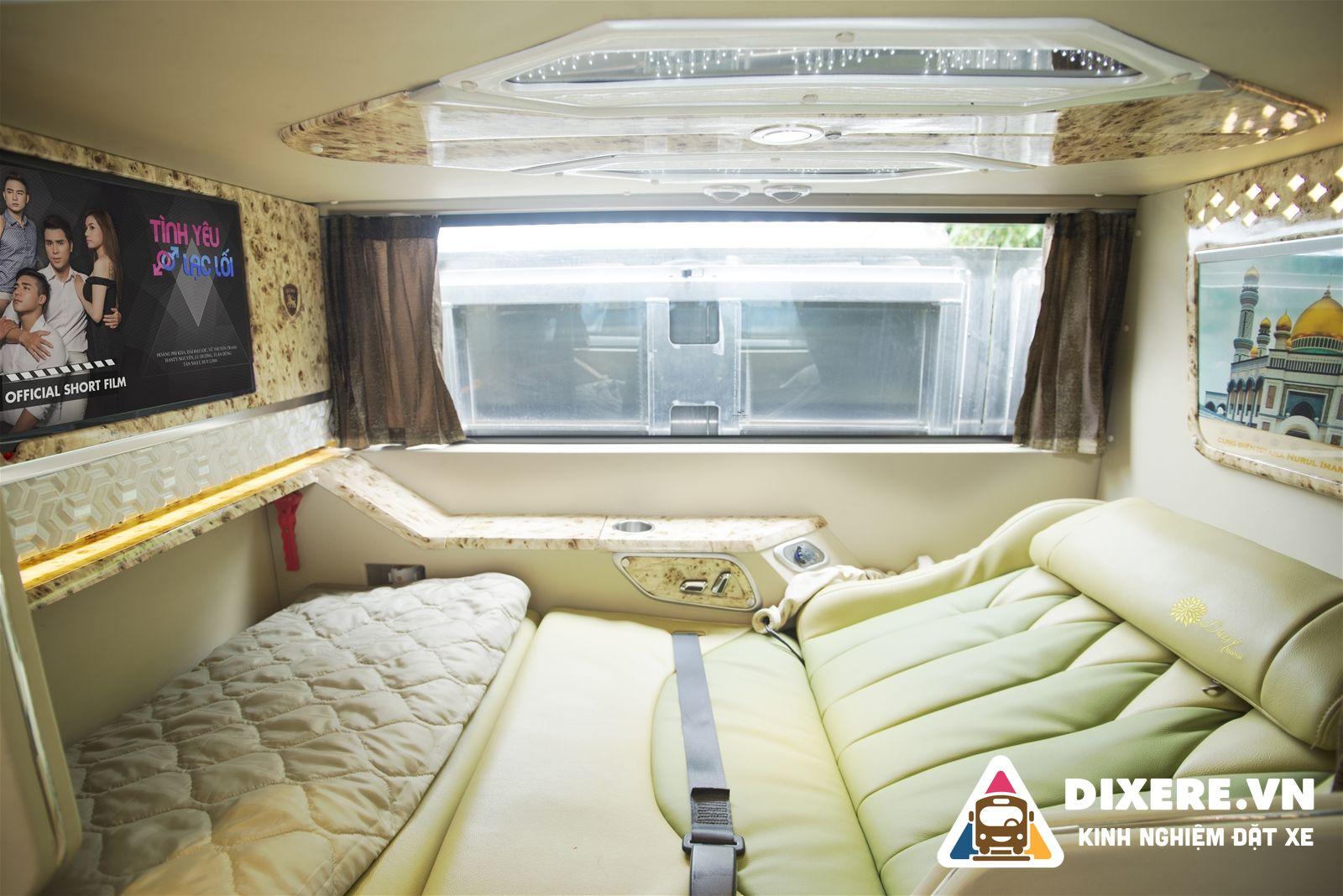 xe limousine phòng đôi