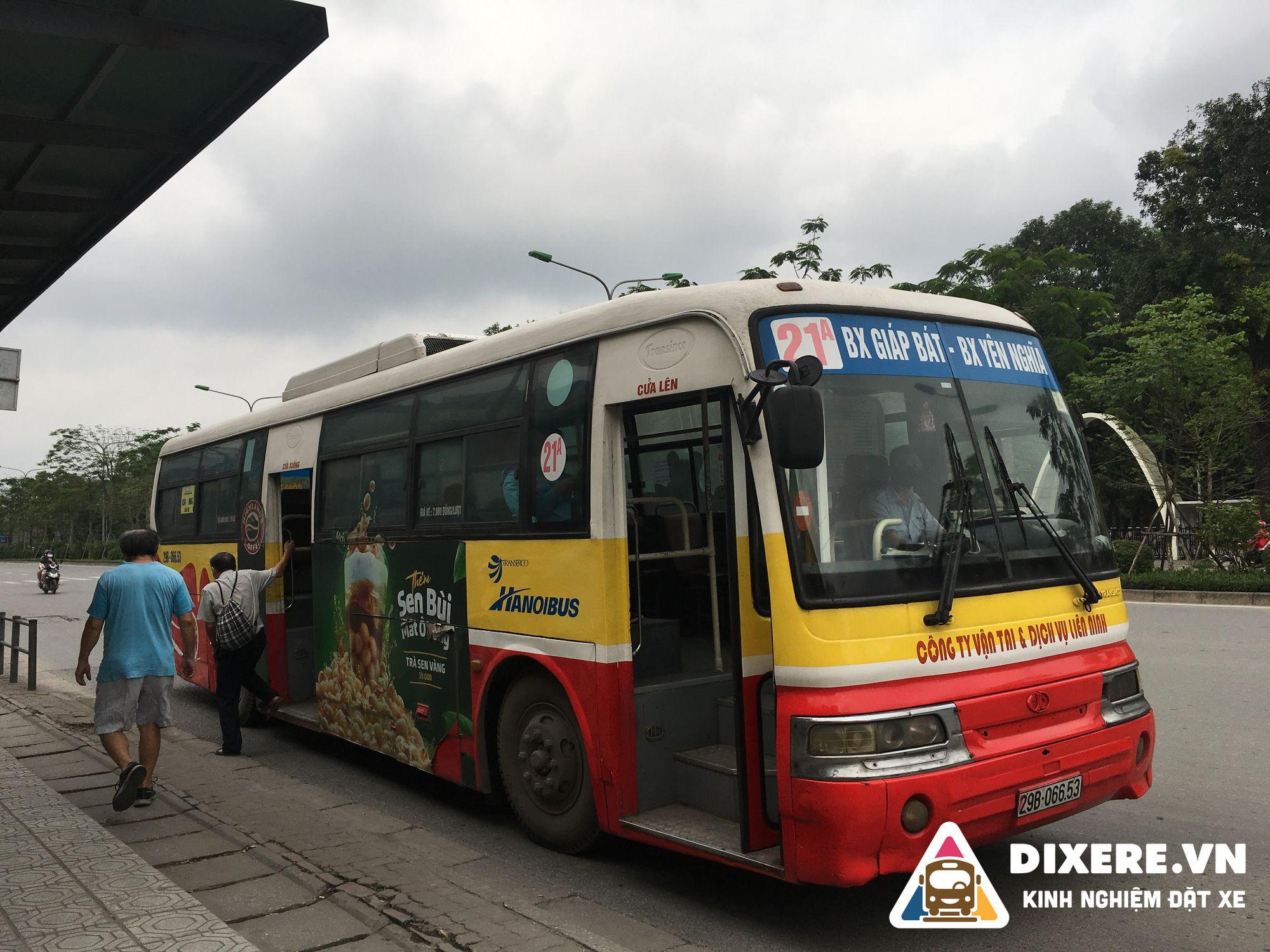 xe bus ra bến xe giáp bát