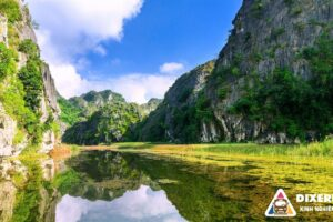 Limousine cars service for traveling from Hanoi to Ninh Binh